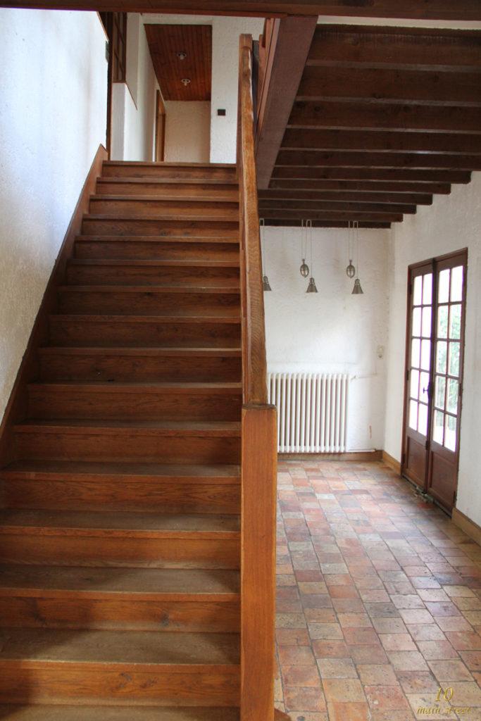 L'escalier rustique et le couloir de l'étage