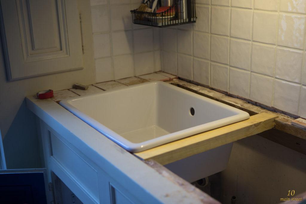 Installation de l'évier sous plan