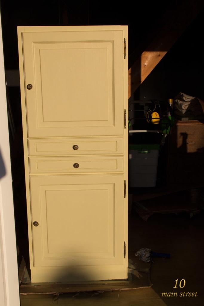 R nover un meuble en bois verni us une armoire pour le for Peinture pour bois verni