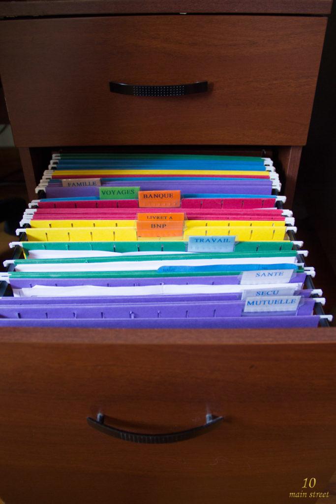 Papiers organisés dans des dossiers suspendus