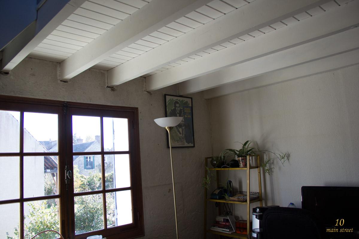Comment peindre les poutres et le plafond l 39 ach vement de la mezzanine - Peindre mur ou plafond en premier ...