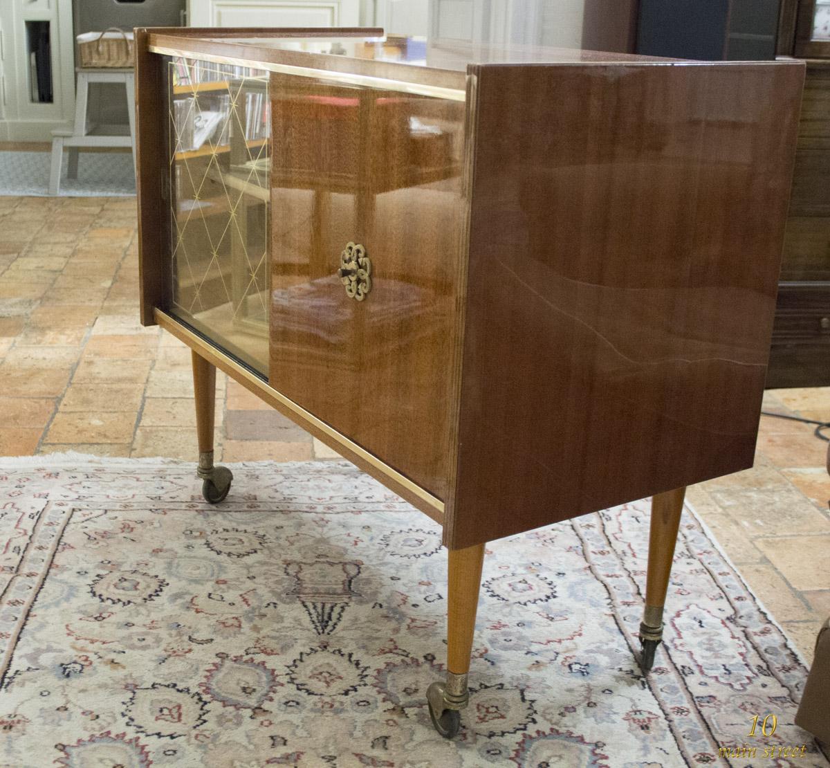 R novation d 39 un meuble bar des ann es 1970 plaqu acajou verni for Ceruser un meuble verni