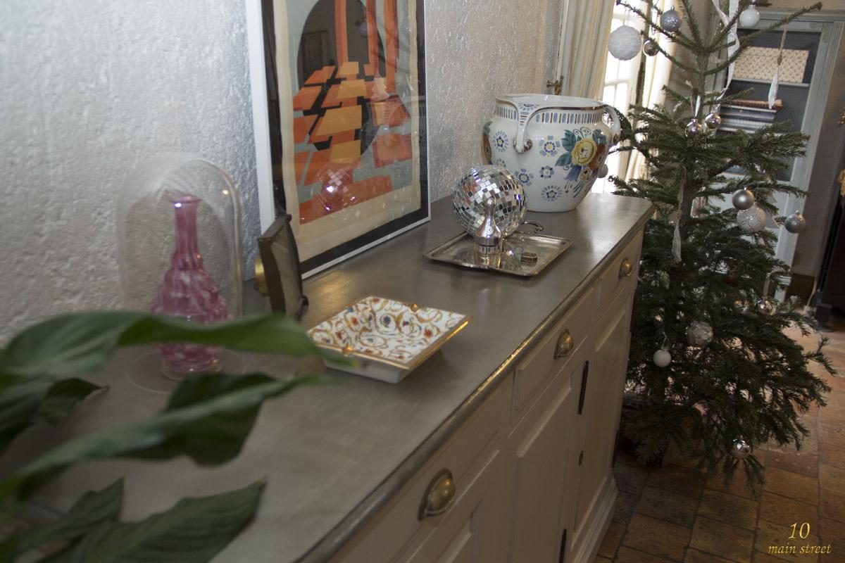 Effet brillant laqu de lib ron finitions sur un meuble for Comptoir du meuble delson