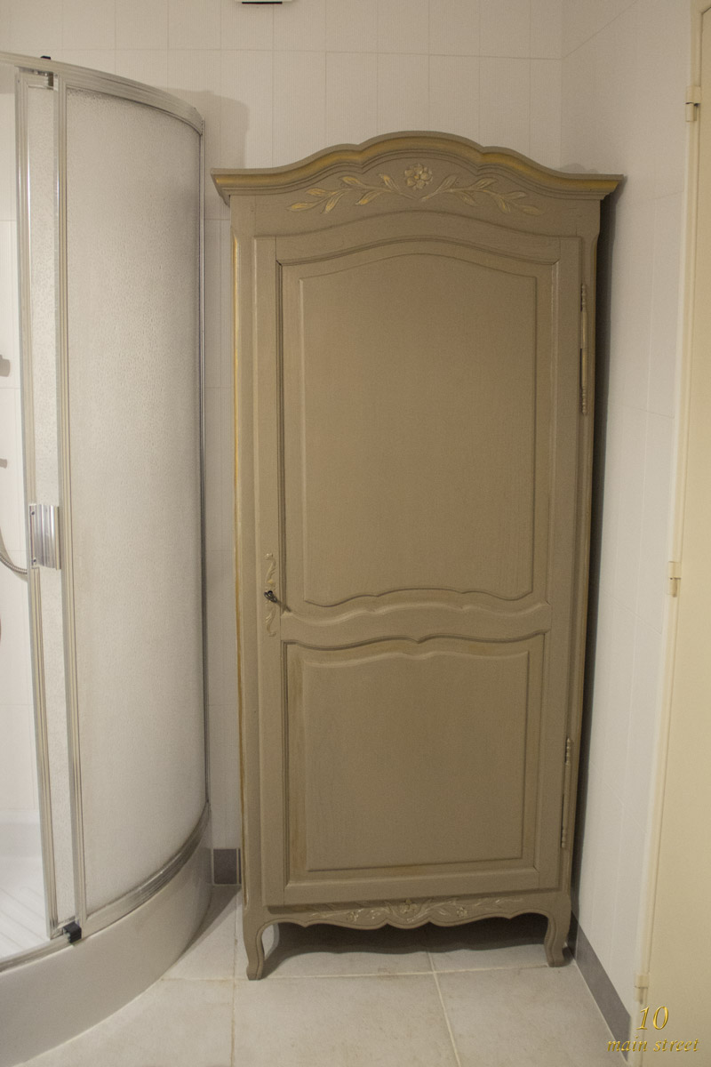 une deuxi me petite armoire relook e pour le salon vid o. Black Bedroom Furniture Sets. Home Design Ideas