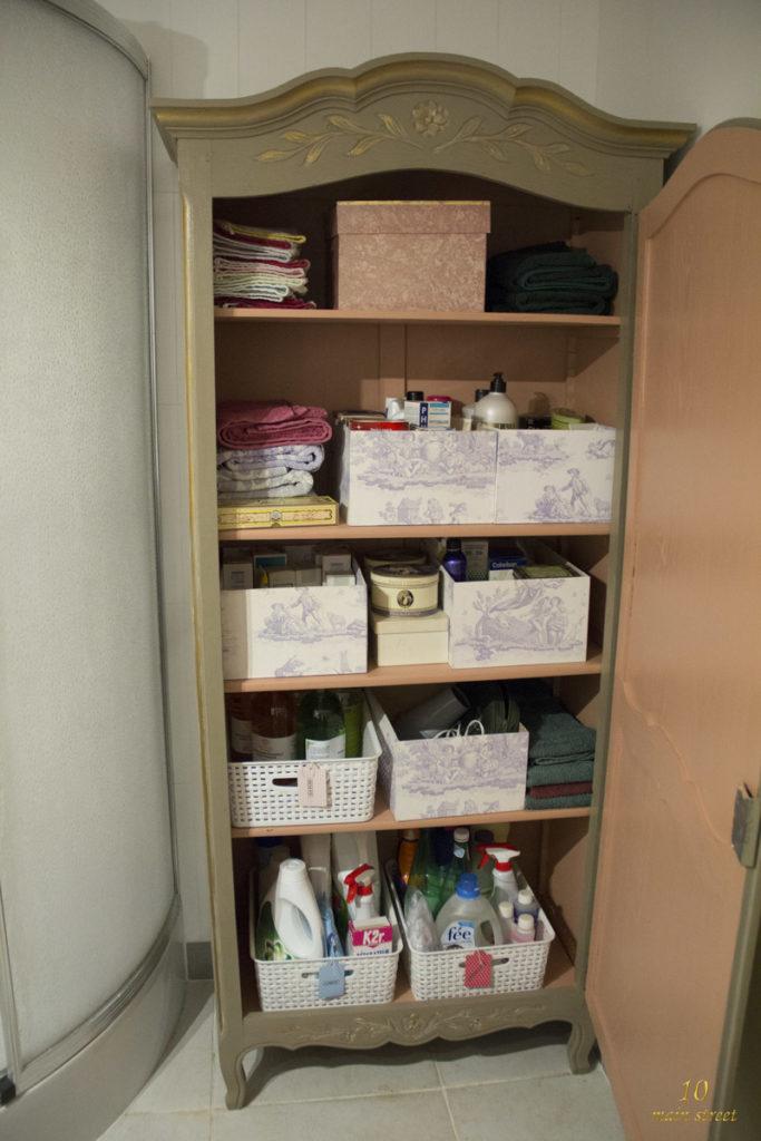 L'intérieur de l'armoire