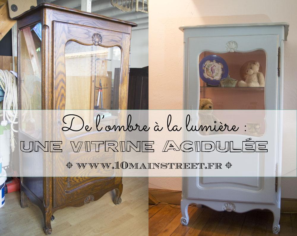 De l'ombre à la lumière : une vitrine Louis XV en bois foncé devient une jolie vitrine acidulée