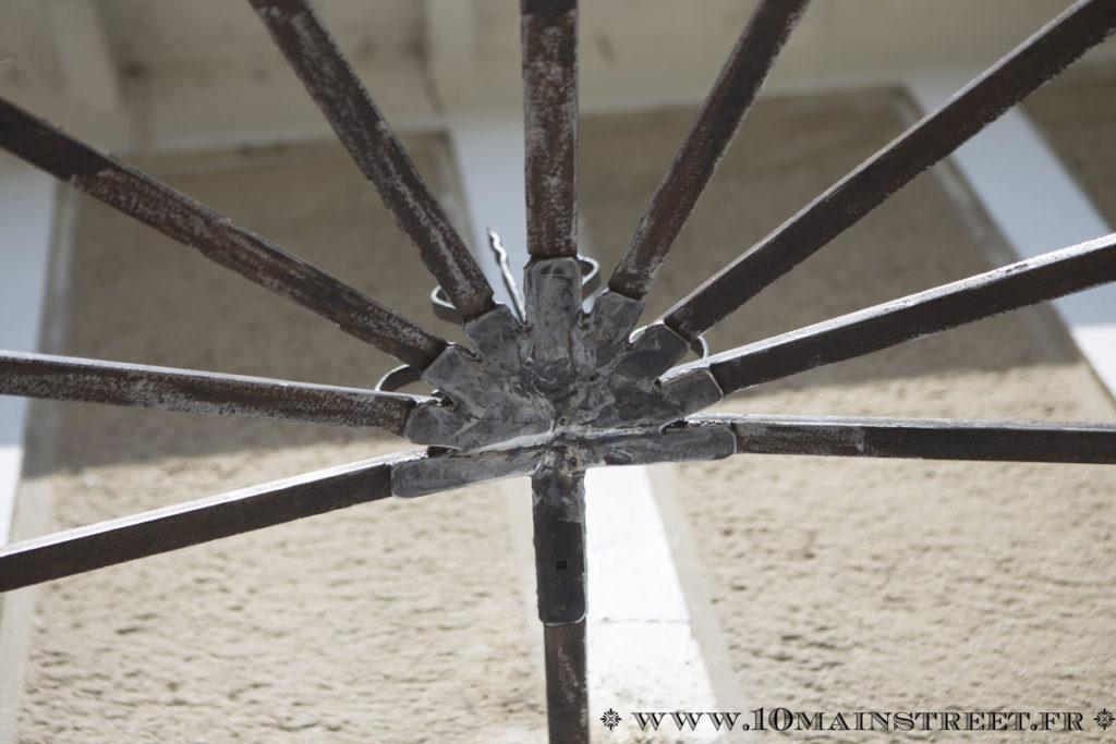 Le métal de la marquise réparé