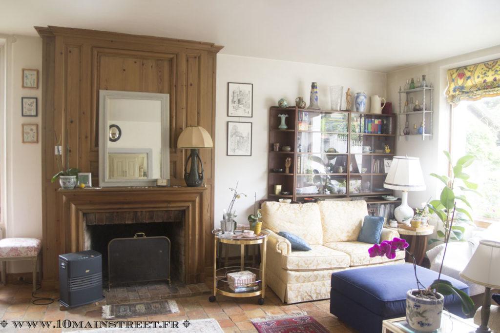 Le salon avec un nouveau miroir pour la cheminée