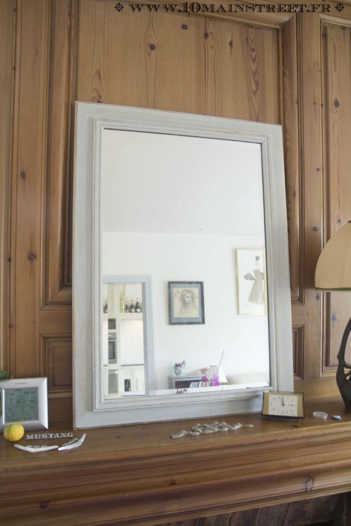 Relocalisation du miroir la patine or de la chemin e du for Miroir au dessus du lit