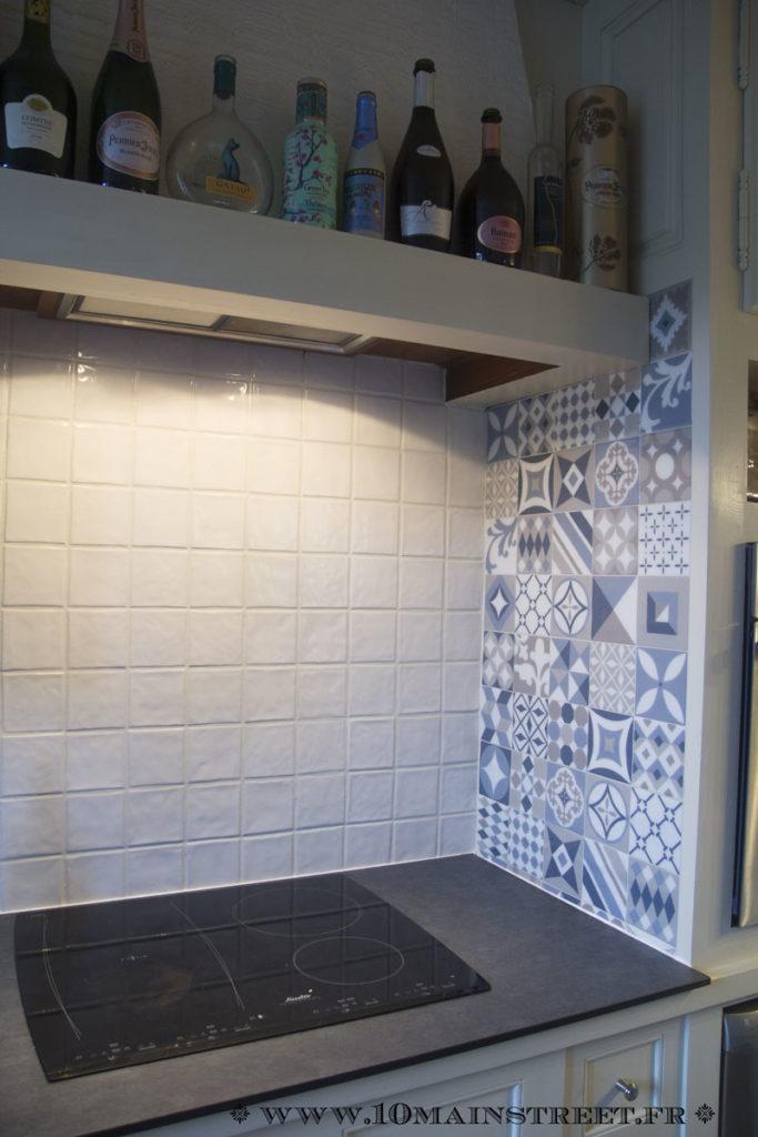 Mur de droite recouvert de Smart Tiles vintage Gaudi