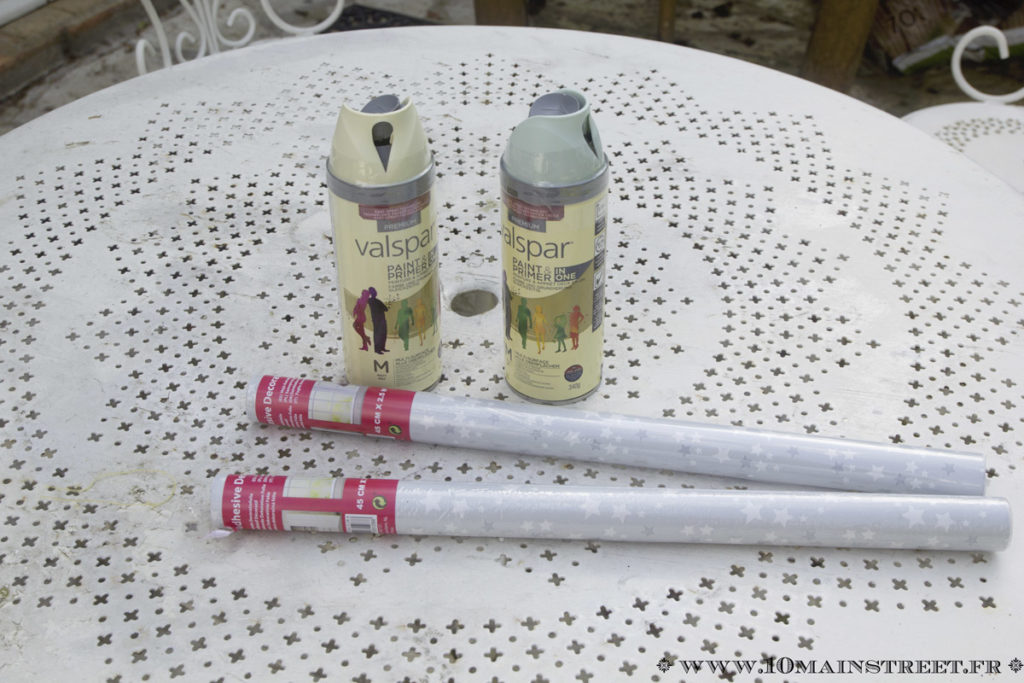 2 bombes de peinture et de l'adhésif vinyle Action