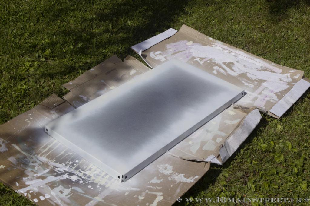 Peinture des tablettes de l'étagère