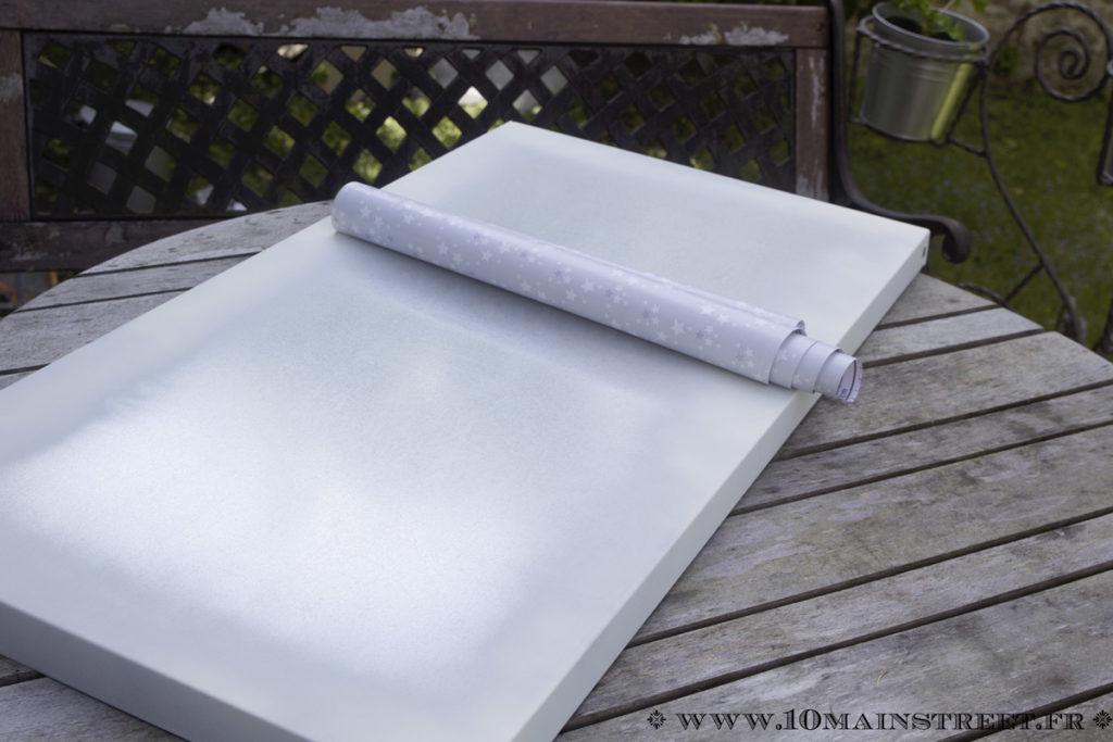 Pose de l'adhésif vinyle sur une tablette