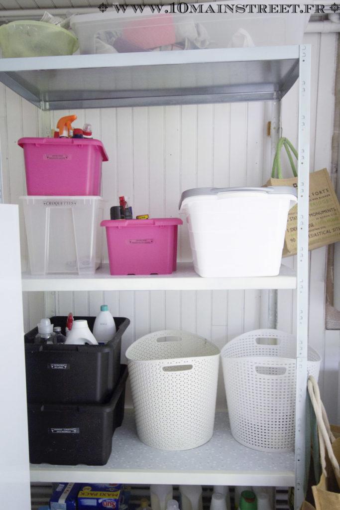 L'étagère customisée dans la buanderie