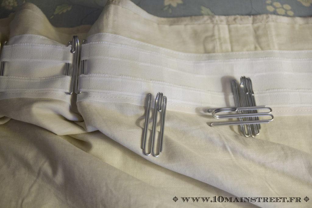 Pose des crochets à rideaux