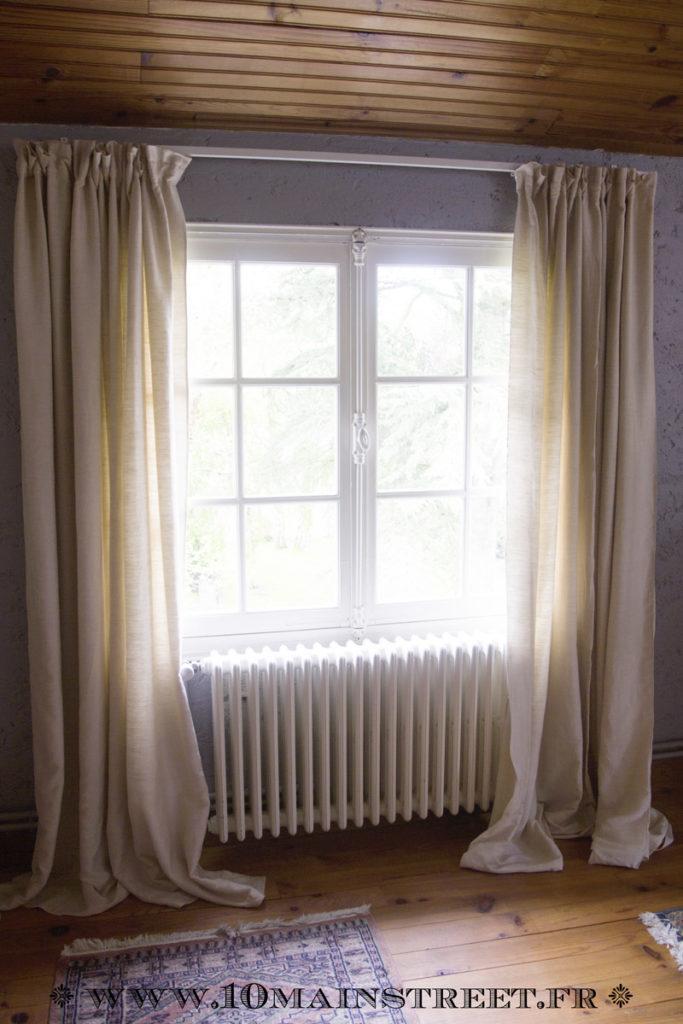 Poser les rideaux avant ourlet