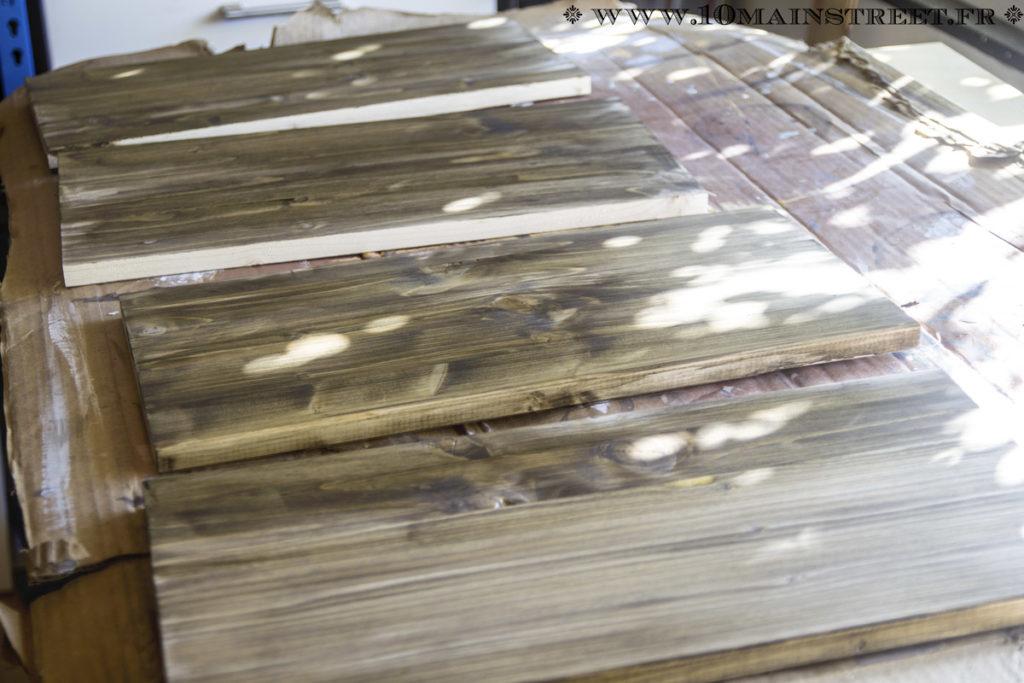 Tablettes en sapin rustique teintées
