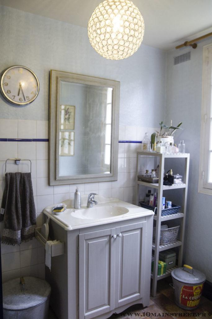 Le miroir relocalisé dans la salle de bain
