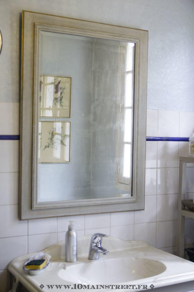 Miroir accroché