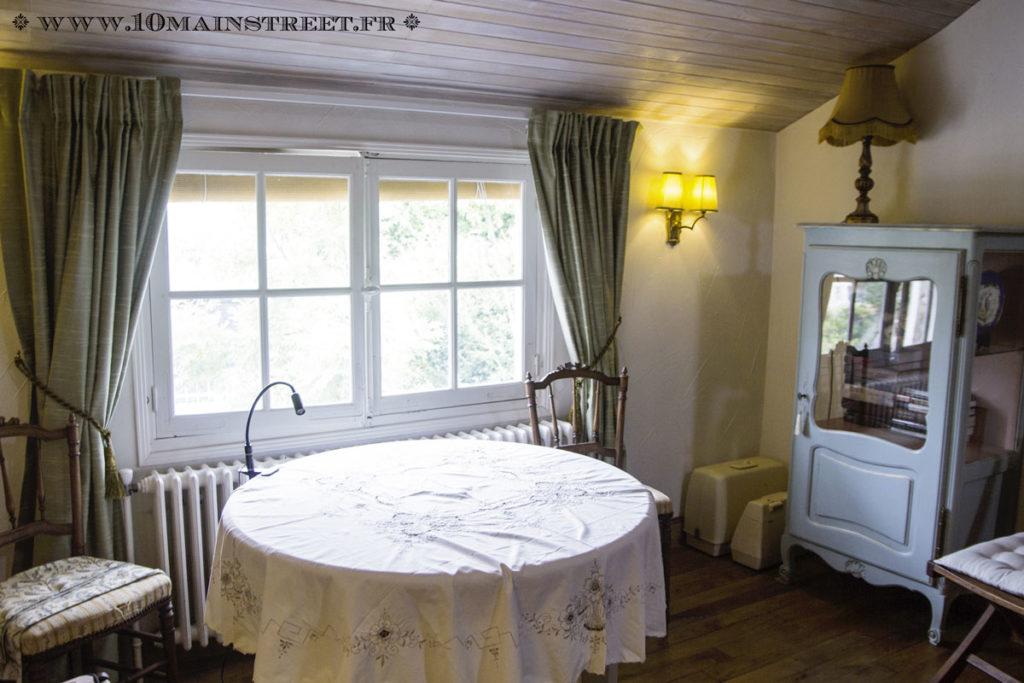 Salon vidéo côté fenêtre
