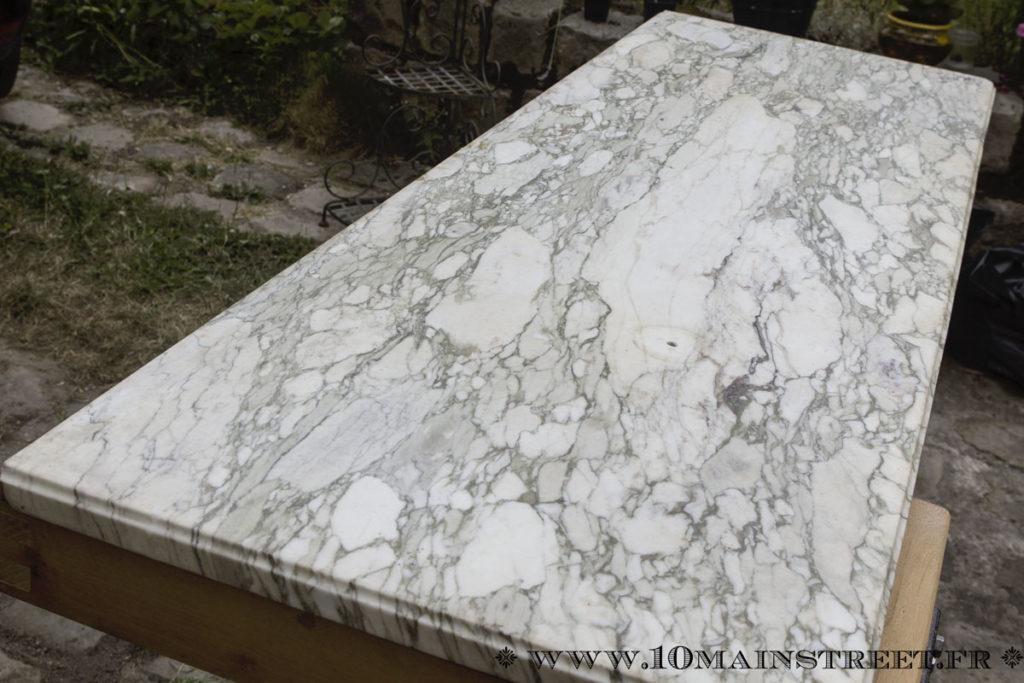 Plateau en marbre du meuble