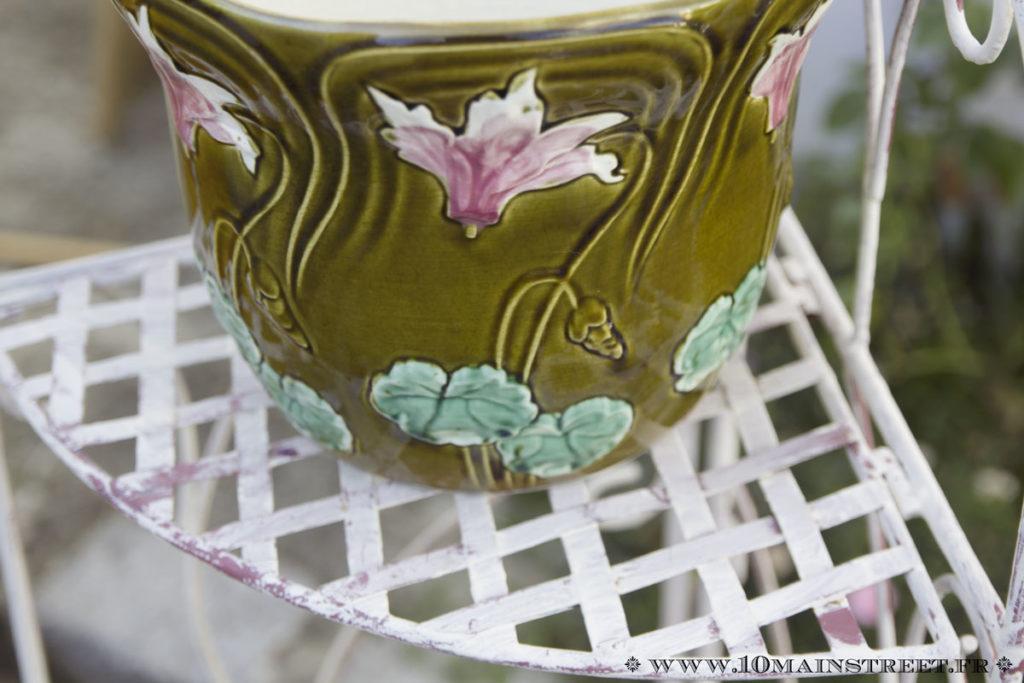 Motifs du cache-pot en barbotine art-nouveau