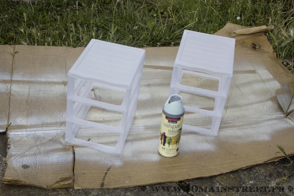 Structures des petites tours de rangement prêtes à être peintes