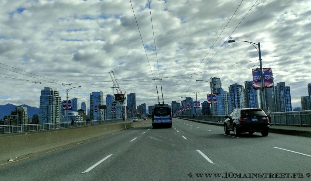 Arrivée sur Downtown Vancouver depuis le Granville street bridge