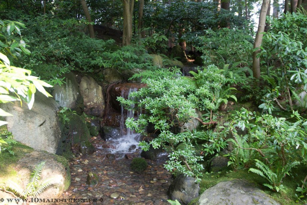 Petite chute d'eau du Nitobe Memorial Garden