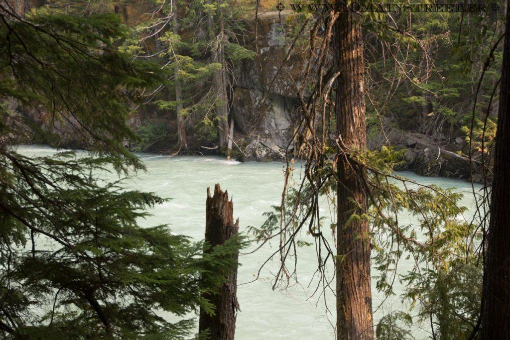 Balade le long de la rivière vers les Nairn Falls