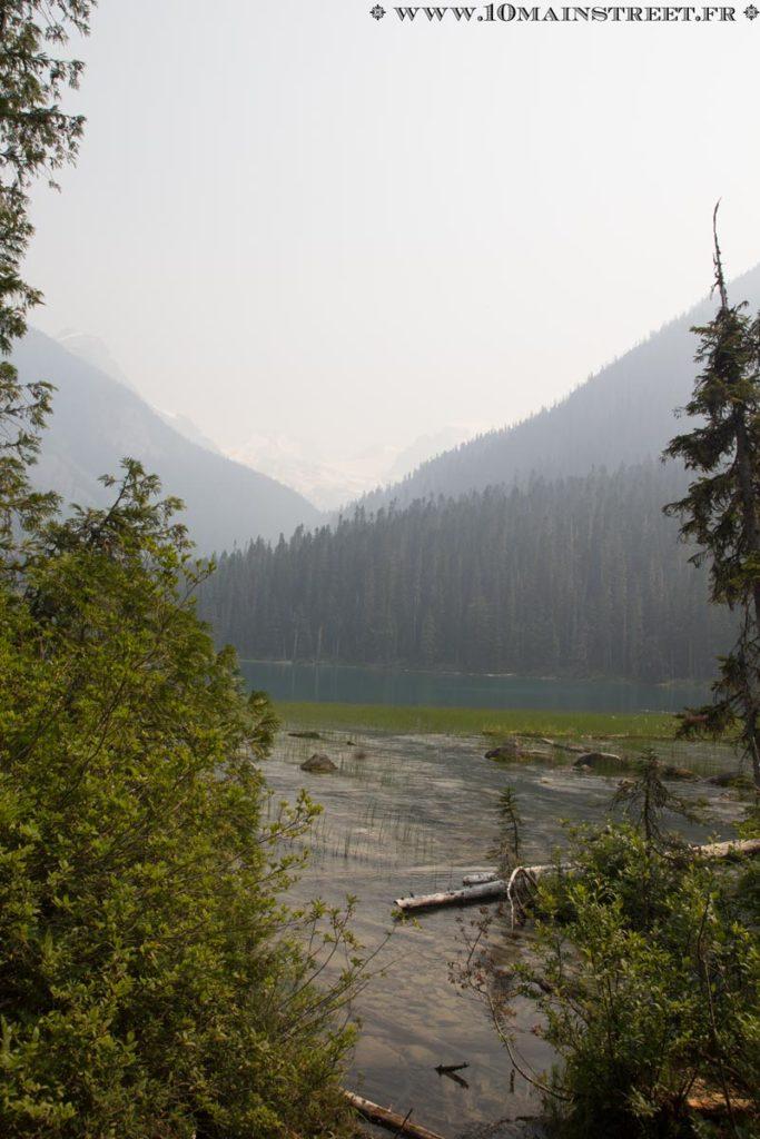 Le glacier, par-delà le Lower Joffre Lake