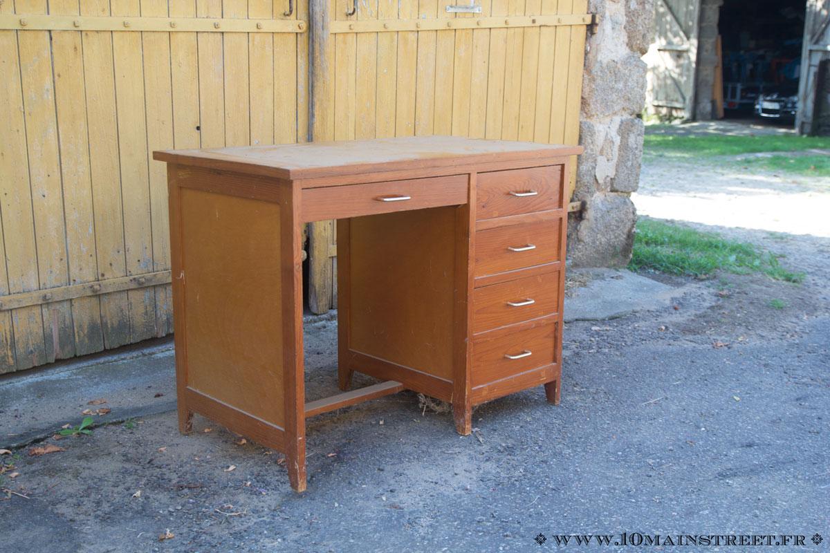 Un bureau en pin des années devient un joli bureau d enfant