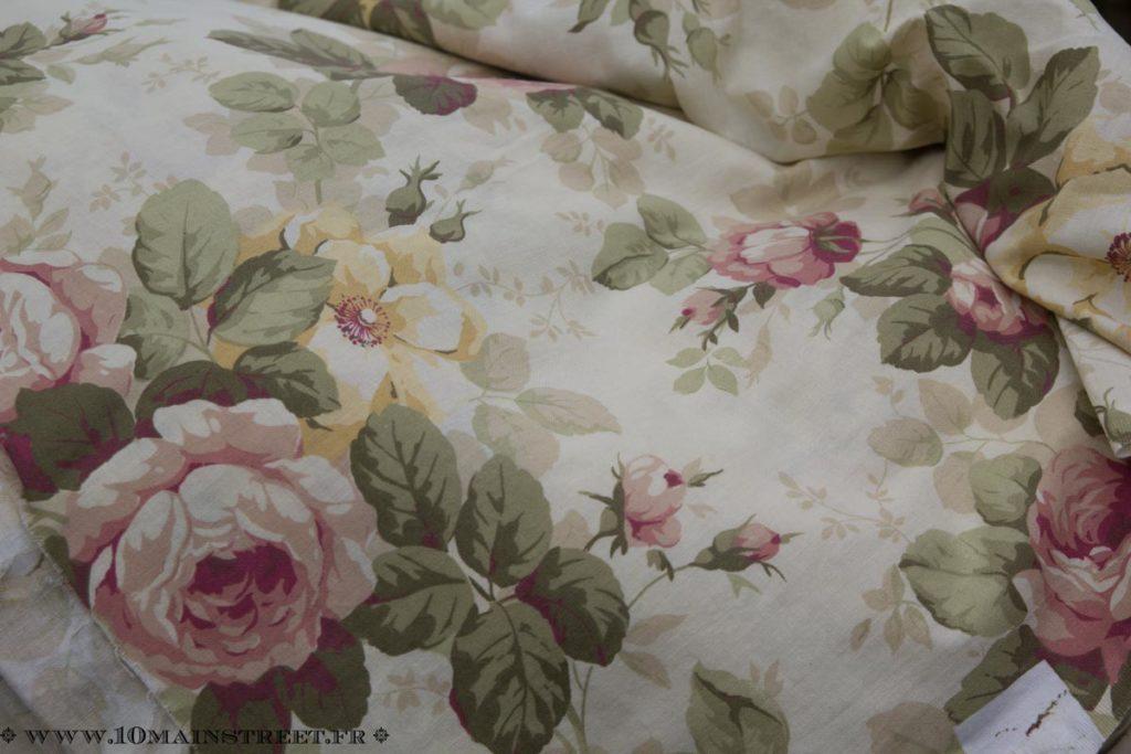 Tissu à fleurs roses