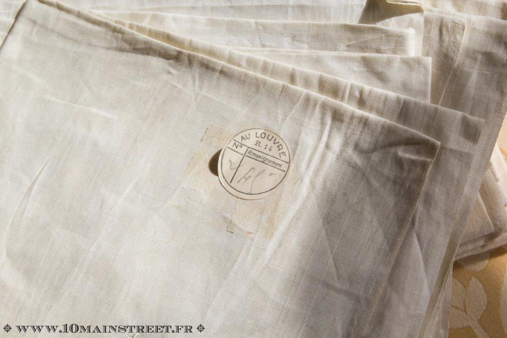 Etiquette d'origine sur les mouchoirs