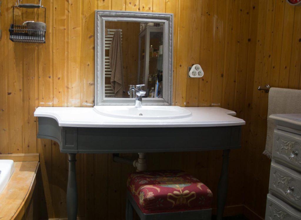 Meuble vasque prêt pour une nouvelle vie