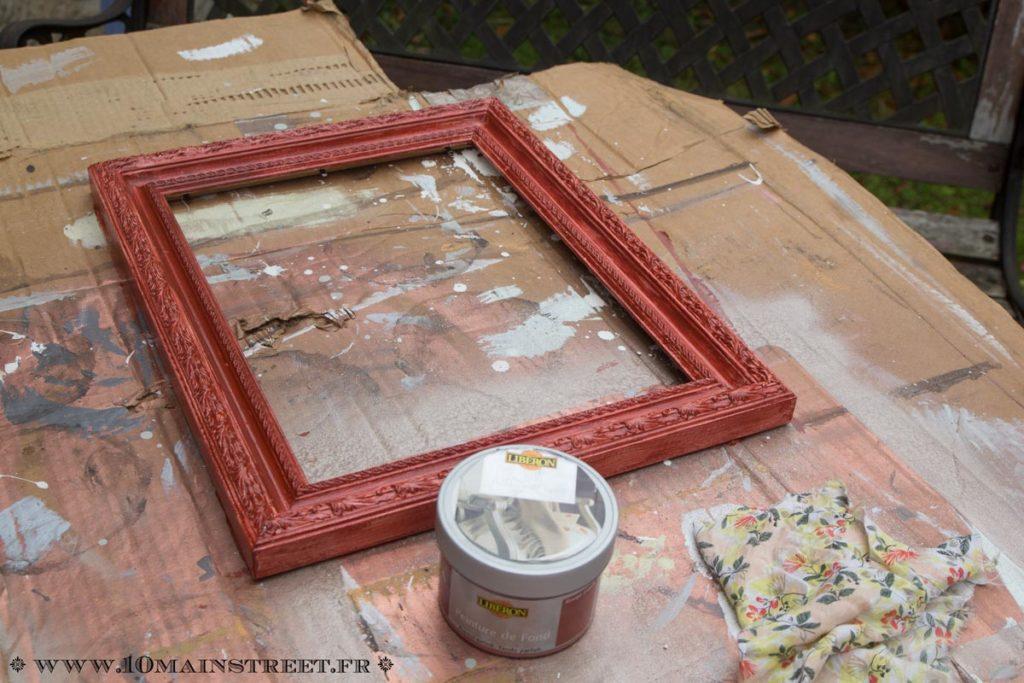 Une couche de peinture de fond