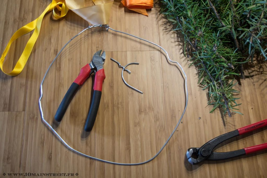 Coupez ce qui dépasse avec la pince coupante