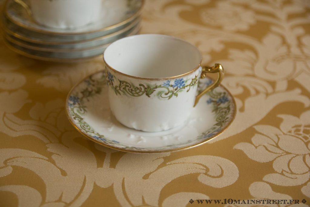 Tasse à café ancienne