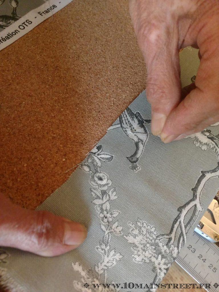 Tissu maintenu avec des épingles