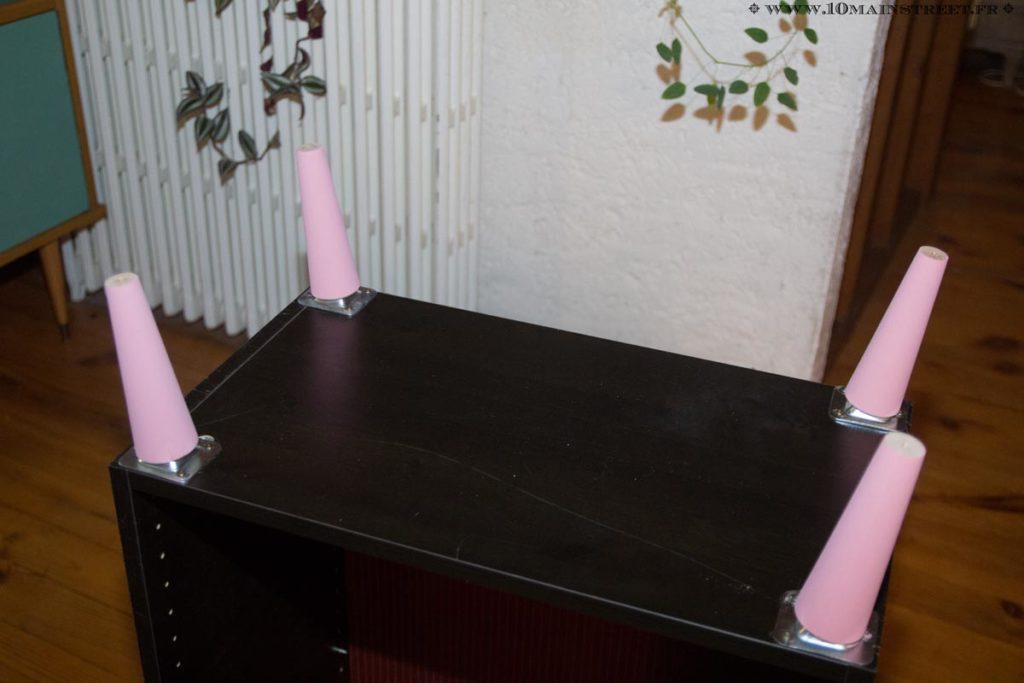 Pieds compas peints en rose