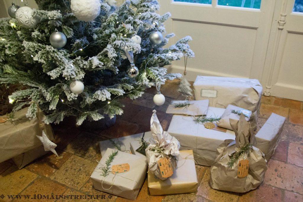 Paquets des cadeaux de Noël 2017