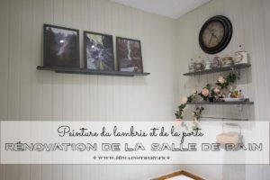 Peinture du lambris et de la porte dans la salle de bain