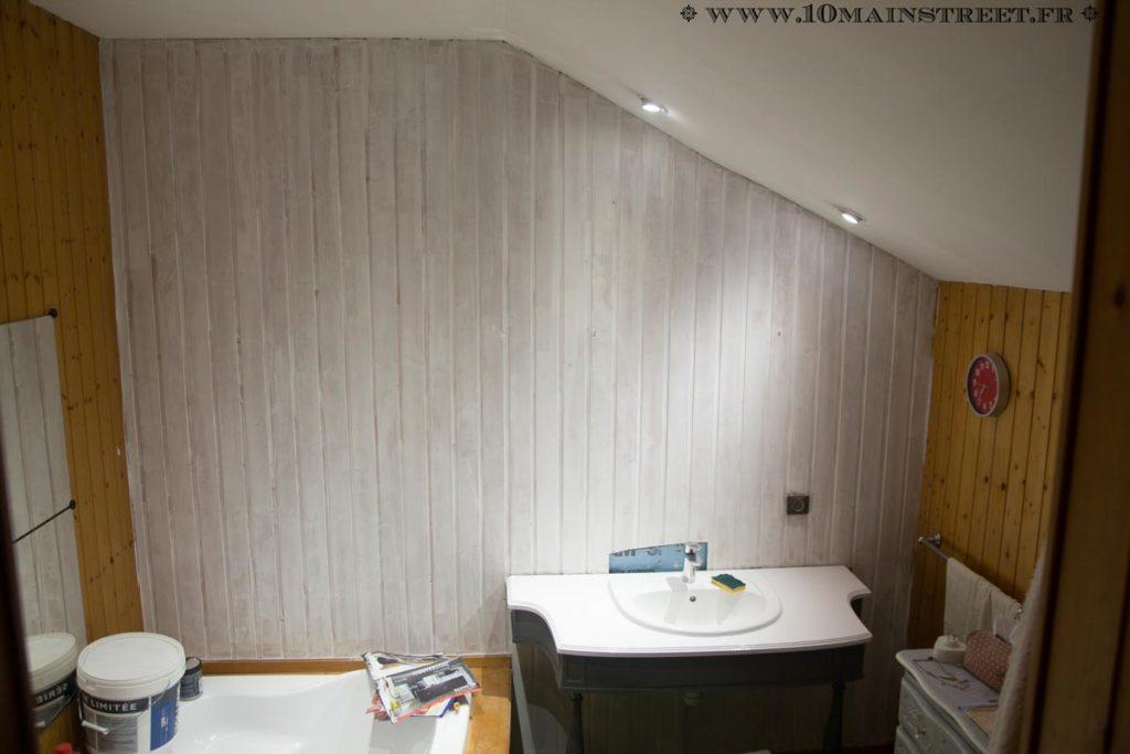 Premier mur recouvert de blanc à plafond