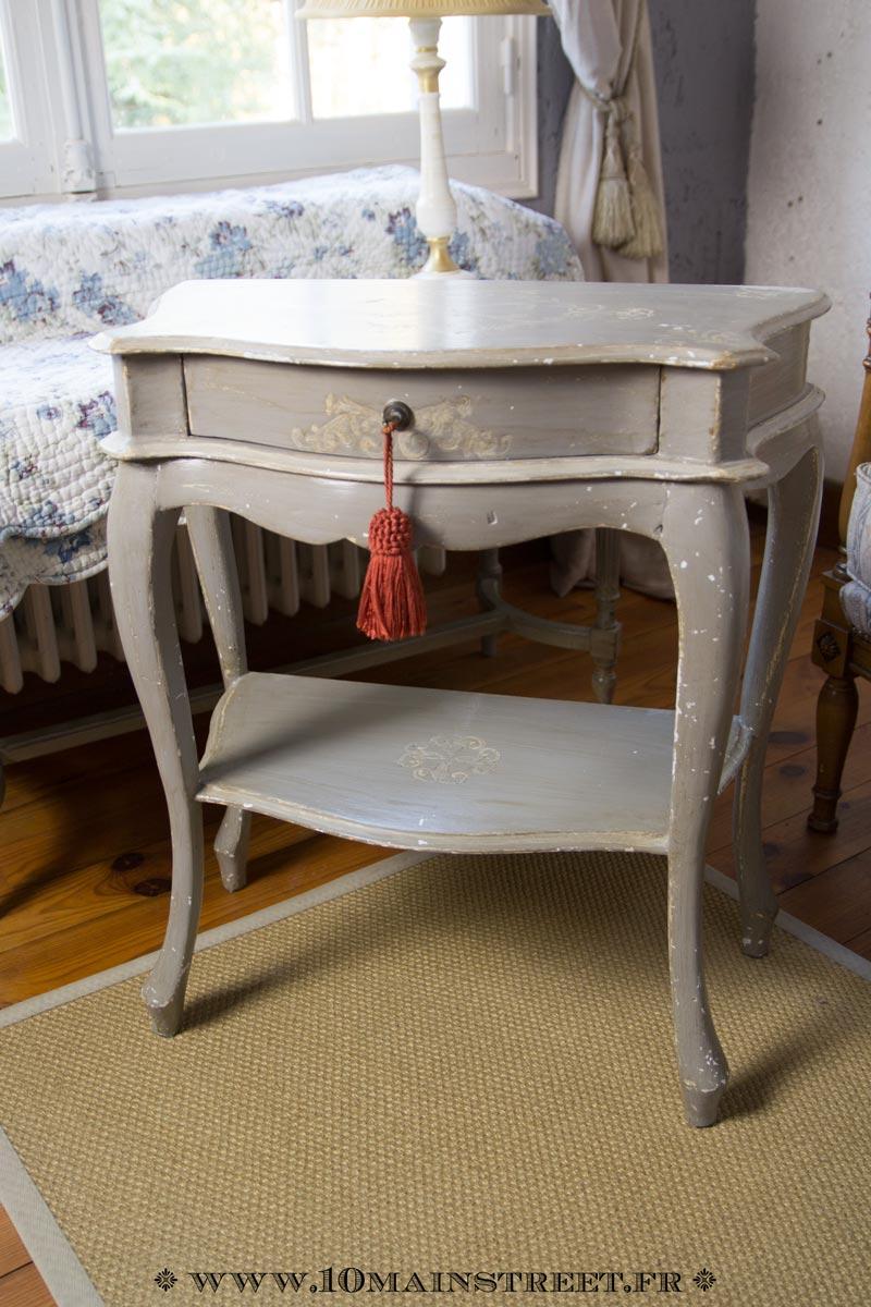 premier essai de relooking noir sur petit meuble bout de canap. Black Bedroom Furniture Sets. Home Design Ideas