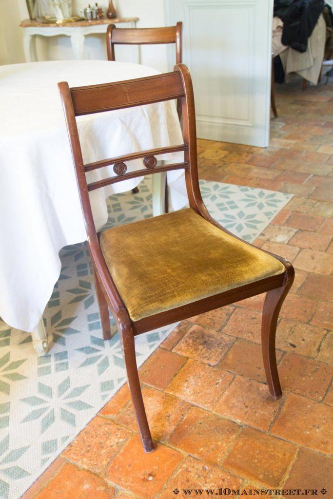 Chaise en merisier à retaper