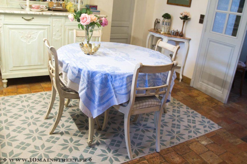 Nouveau look des chaises dans la salle à manger
