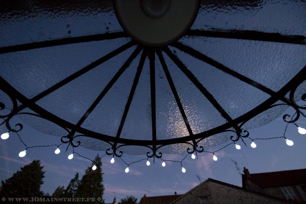 Le ciel de nuit au travers de la marquise