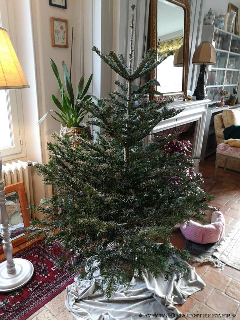 Sapin 2018 Nordmann naturel légèrement floqué