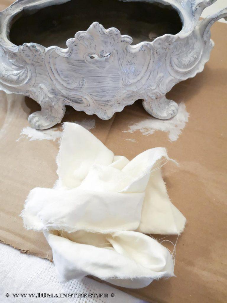 Essuyer la peinture de fond au chiffon