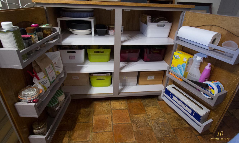 exploiter les portes des placards de cuisine pour mieux vous organiser. Black Bedroom Furniture Sets. Home Design Ideas